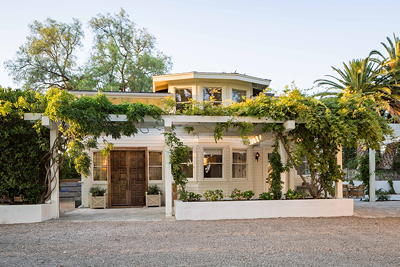 Sleeps 33 - 8 house estate in Los Olivos for those large events