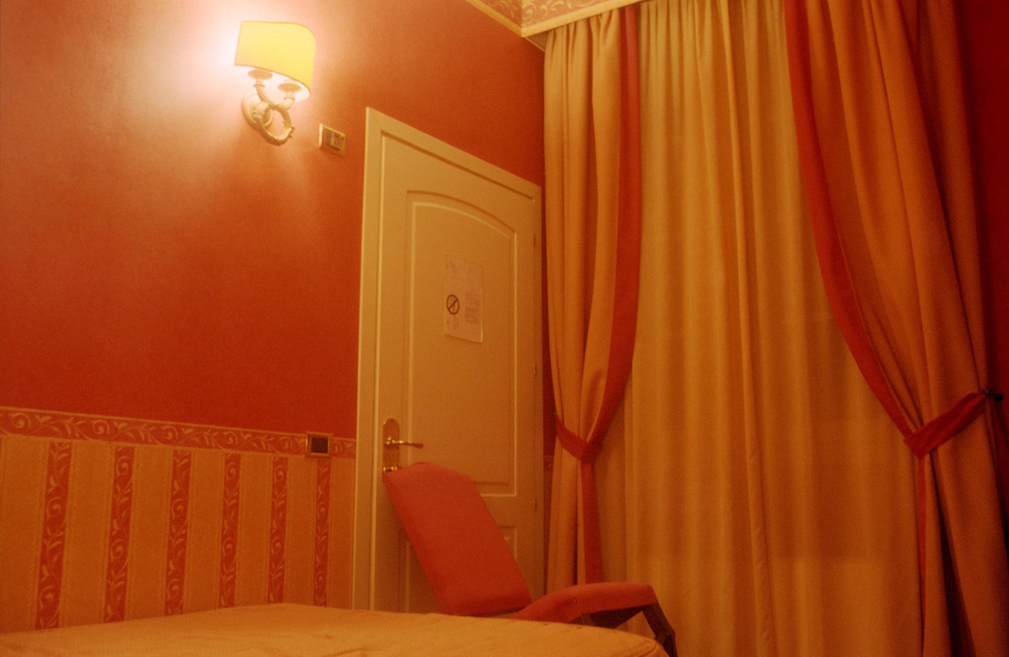 room1small.jpg