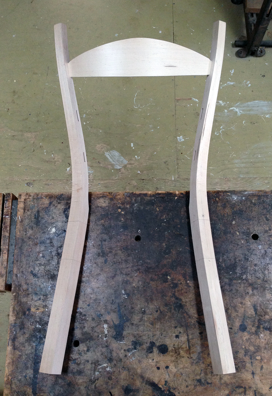 Fitting Slats: The rear legs and top slat dry-assembled
