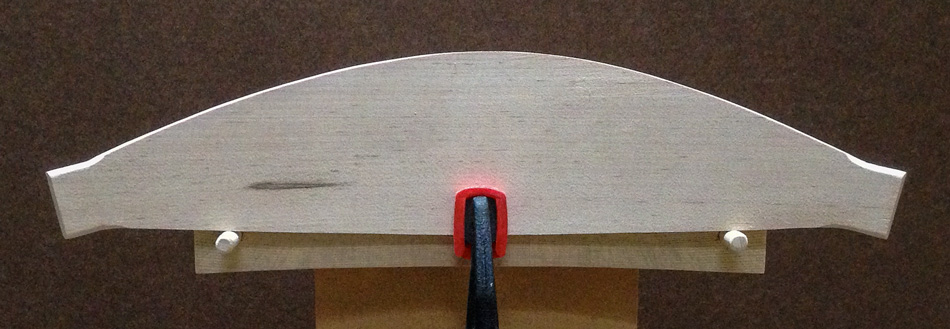 Shaping the slats: The top edge has been shaped. The left side is a bit flatter compared to the right side.