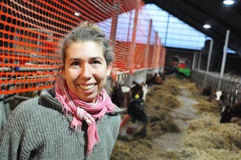 - Eier, Renate Ottersen har bygd en helt ny topp- moderne driftsbygning for melk- og kjøttproduksjon. Renate Ottersen er den eneste melkebonden i Færder kommune. Hun høster også grovfor fra store areal utenom gården (leiejord) og opprettholder dermed det vakre, åpne kulturlandskapet på Tjøme. (bilde fra Tønsberg Blad)