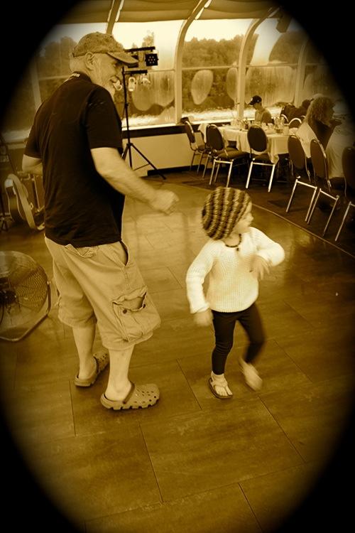 dinnercruise_dancing.jpg