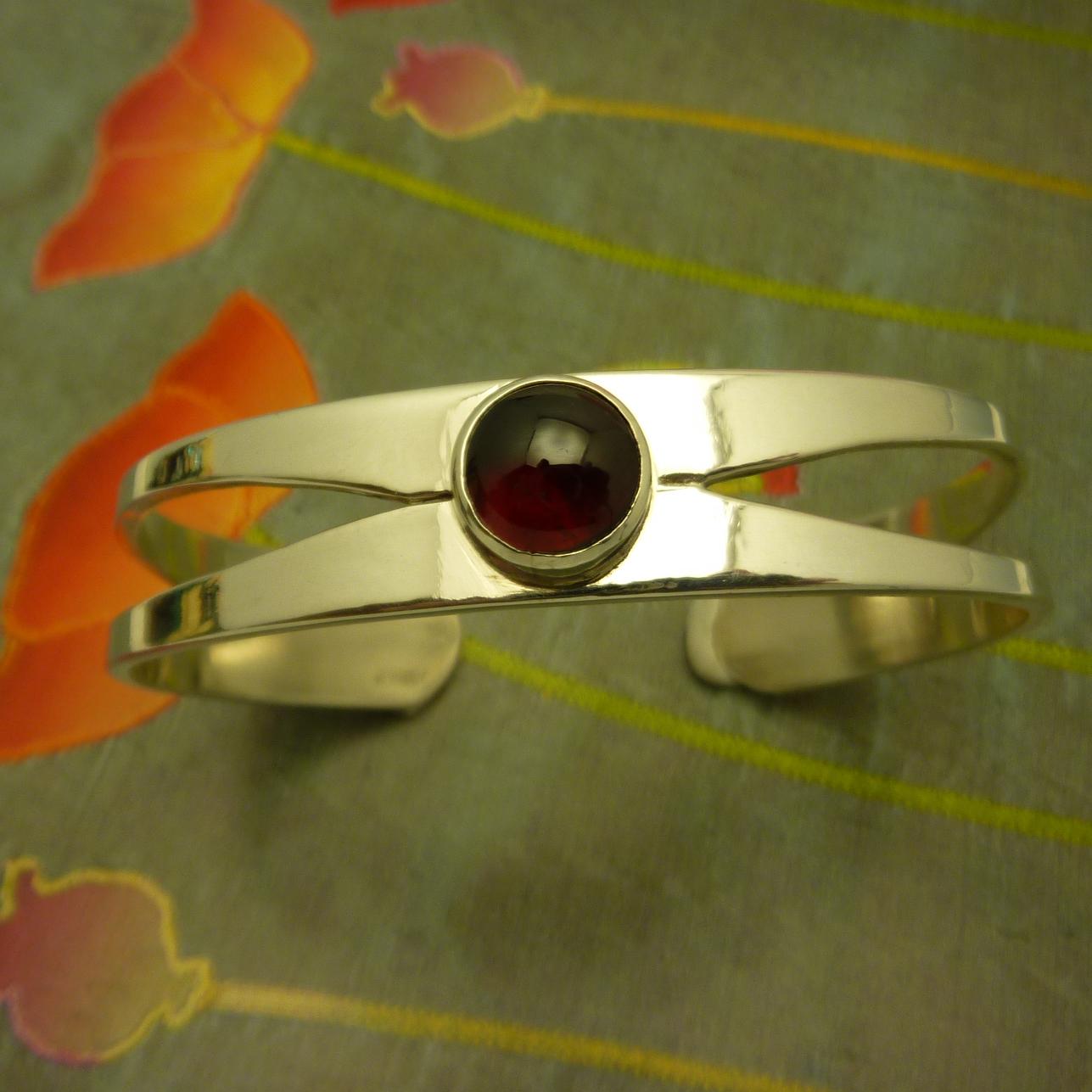 GRETCHEN- garnet cuff ss bracelet (2).JPG