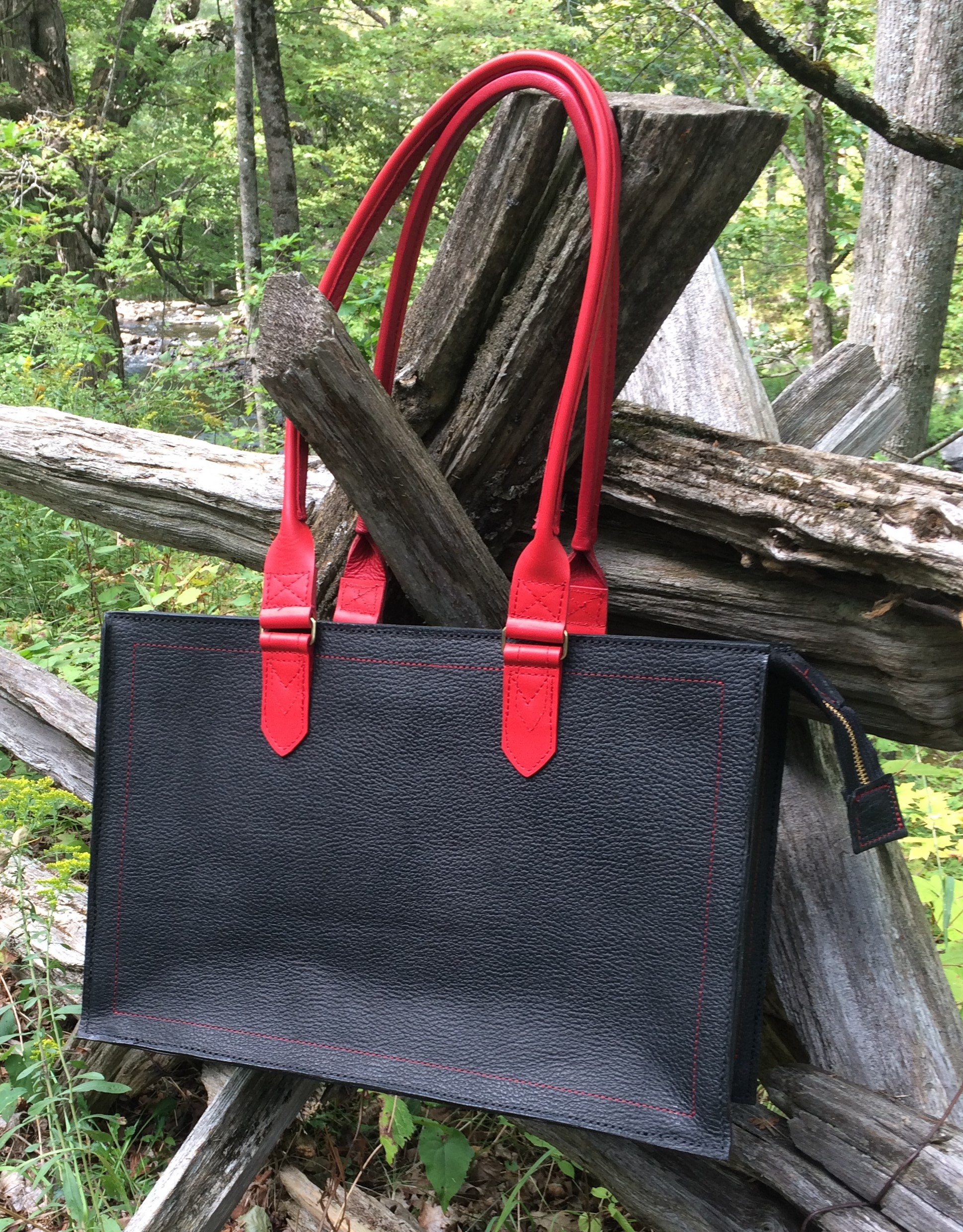 4)Arrowsmith, Black& Red Shopper.JPG