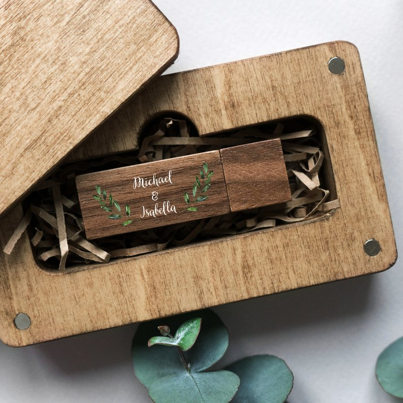 USB - Your wedding memories are curated on a USB 3.0 memory drive crafted from walnut. The drive will be presented in a birch 10 x 15 cm chest bearing the newlyweds' names.