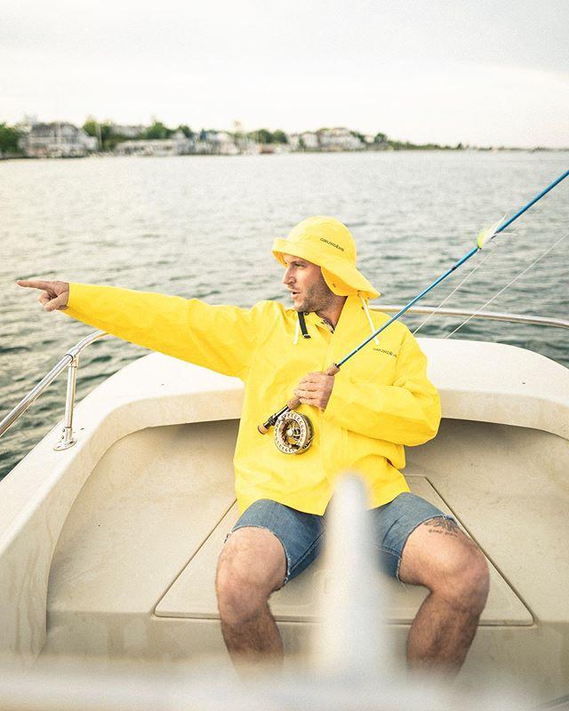 """Now listen here deck boy, a Captain is always right! 90 degrees starb—I mean port or you'll walk the plank."" . . . . . . . #endlessadventure #tepuiendlessadventure19 #tepuiadventures #fishing #flyfishing #stripers #marthasvineyard #chappy #chappaquiddick #bluefish #saltwaterfishing #saltwaterflyfishing #sailor #sailing"