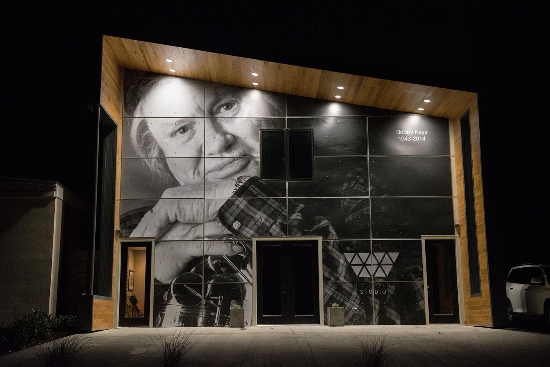 white-avenue-mural-1.jpg
