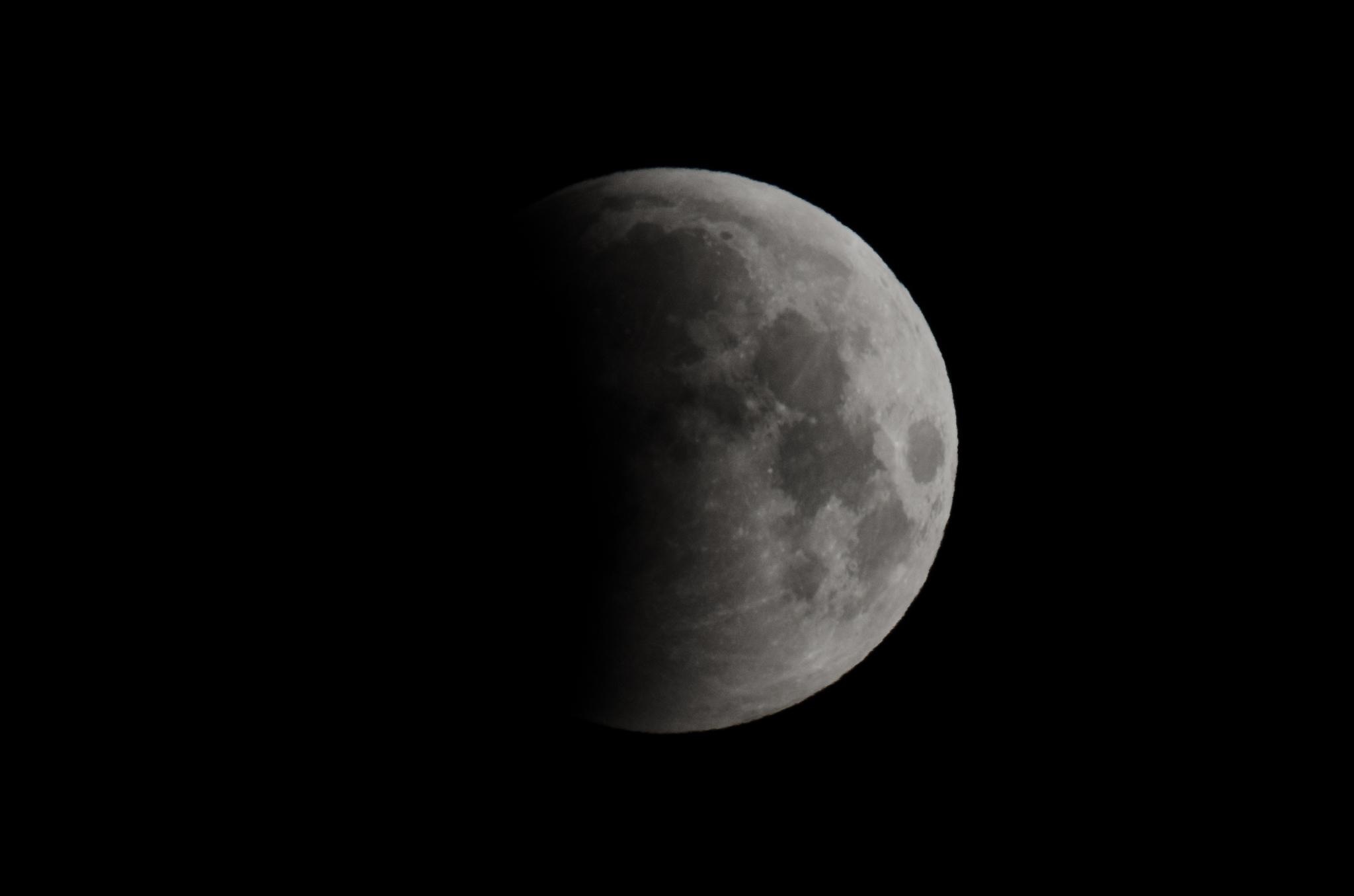Lunar Eclipse 06:45 AM  EDT  Nikon D7000 ISO 250 600mm f/14 1/125 sec.