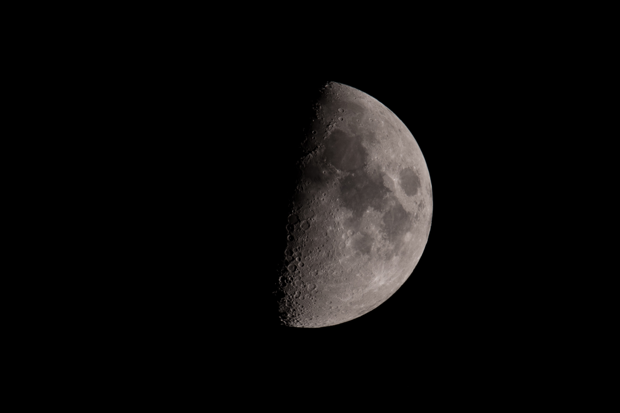 Waxing Gibbous Moon  June 12, 2016 21:30:12 PM