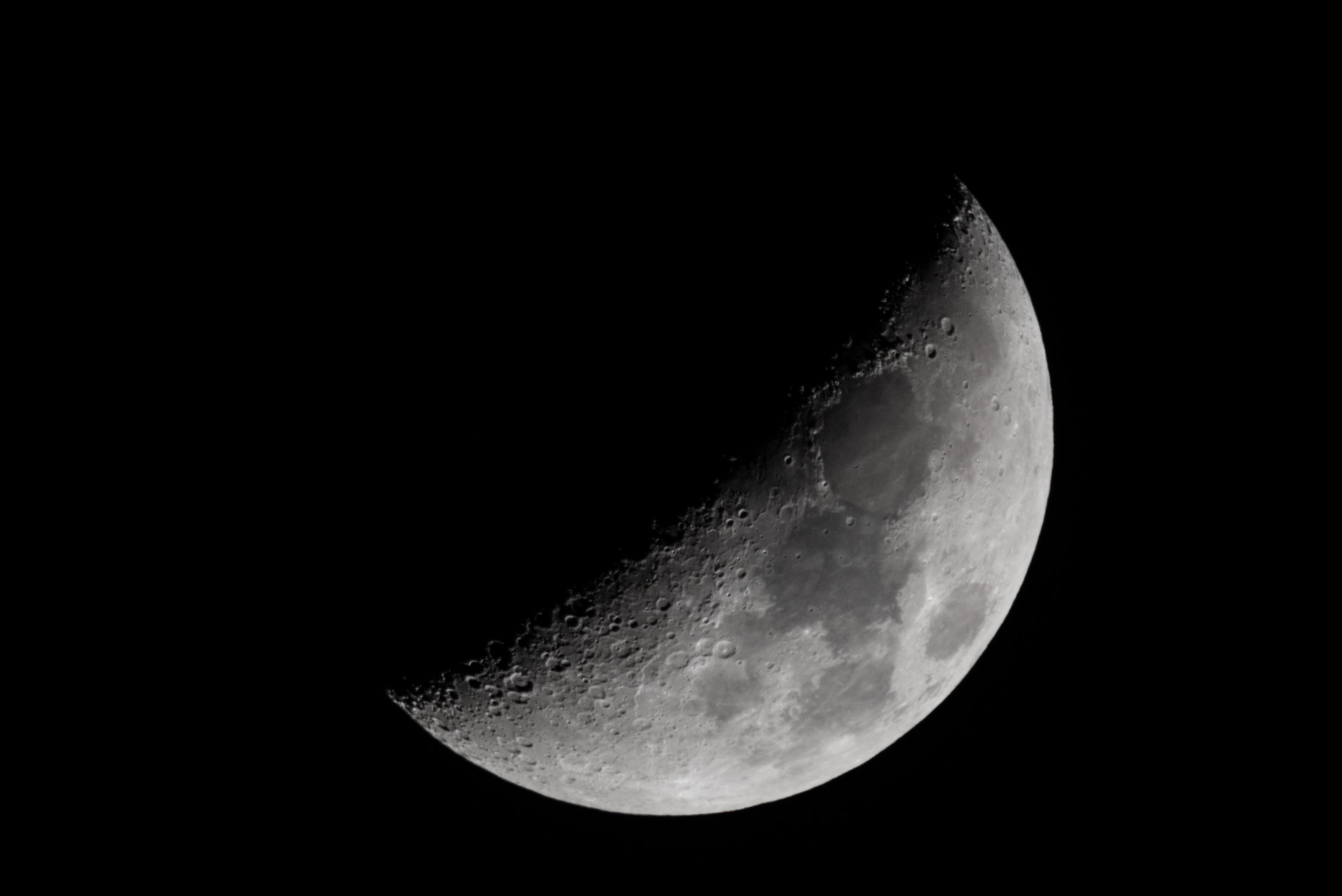 Waxing Crescent Moon - 04 Jan 2017 18:51:00 EST Nikon D750  ISO 320 1200mm f/10 1/100 sec.
