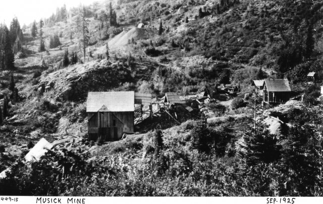 Gold mining in Cottage Grove, 1925. Photo found at the Cottage Grove Historical Society
