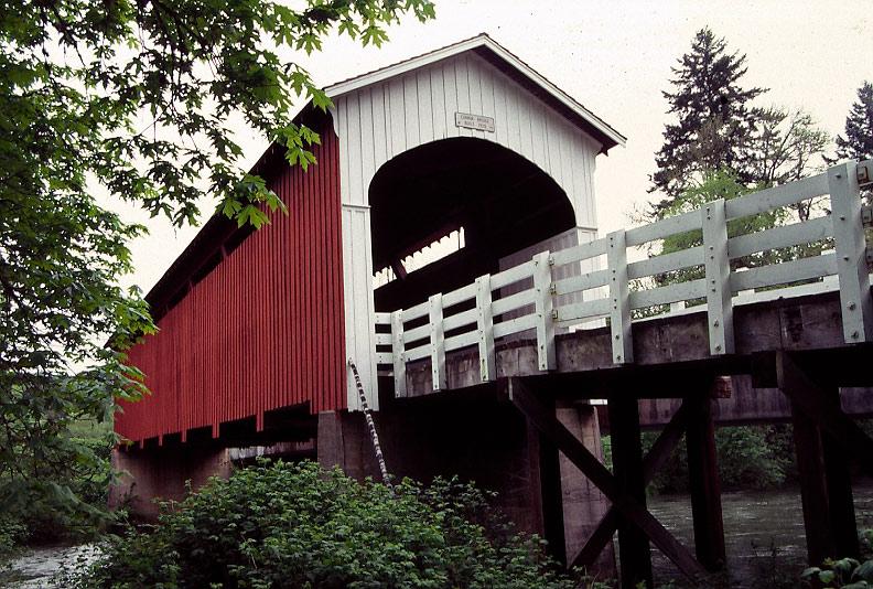 Currin_Bridge_-_Cottage_Grove_Oregon.jpg