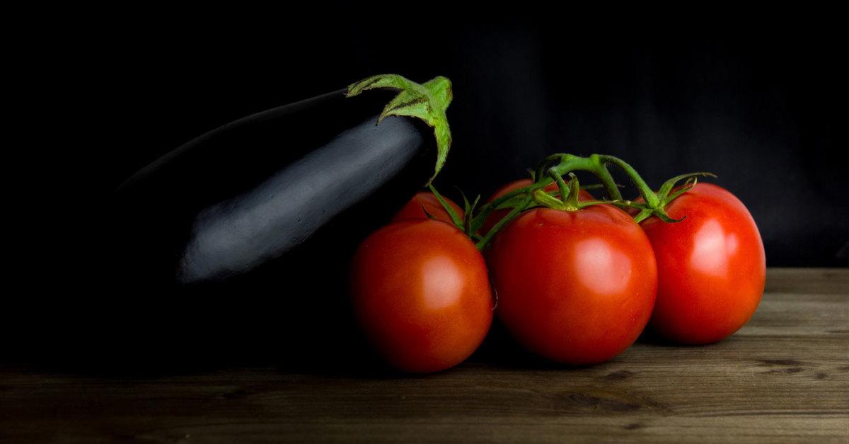 nightshades-eggplant-tomatoe.jpg