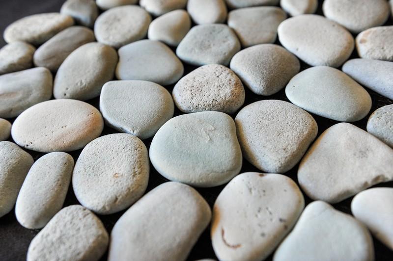 мозаика из натурального камня / Галька на сетке