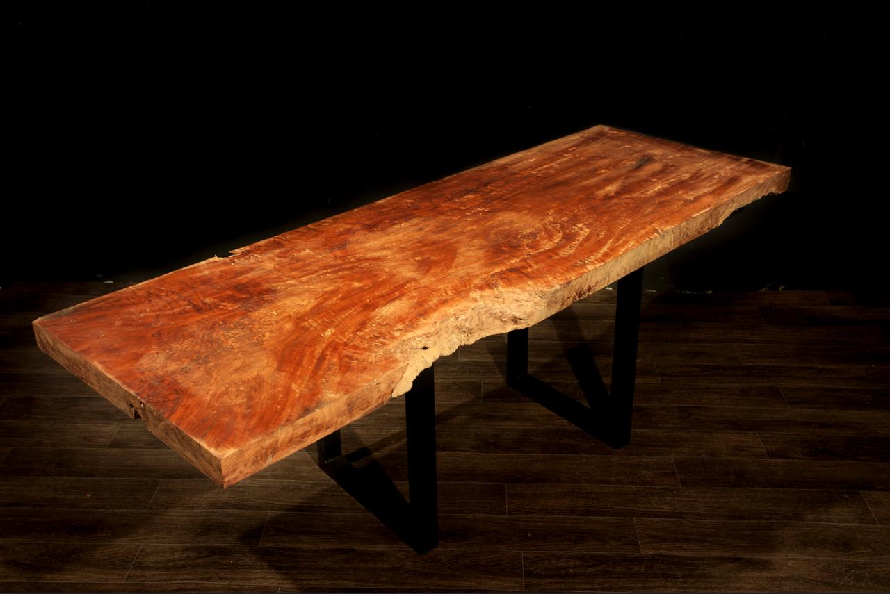 LYCHEE DINING  Материал: слэб дерева личи Размеры: 200 x 70 х 7 см