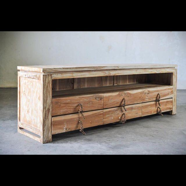 minimalis / CONSOLE  Тумба / консоль / тумба под Tv 📺  Материал: массив кавказкого дуба ручки - ротанг Размеры: 145х40х40 см Стоимость: 67000₽ (special prize)