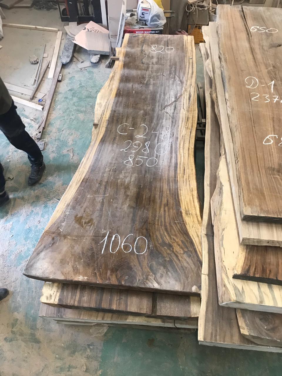Suar Big ONE  Материал: слэб дерева  суар  Размеры: 2980 x 1060-850-820 x 80 мм.  Стоимость: 178 100 руб