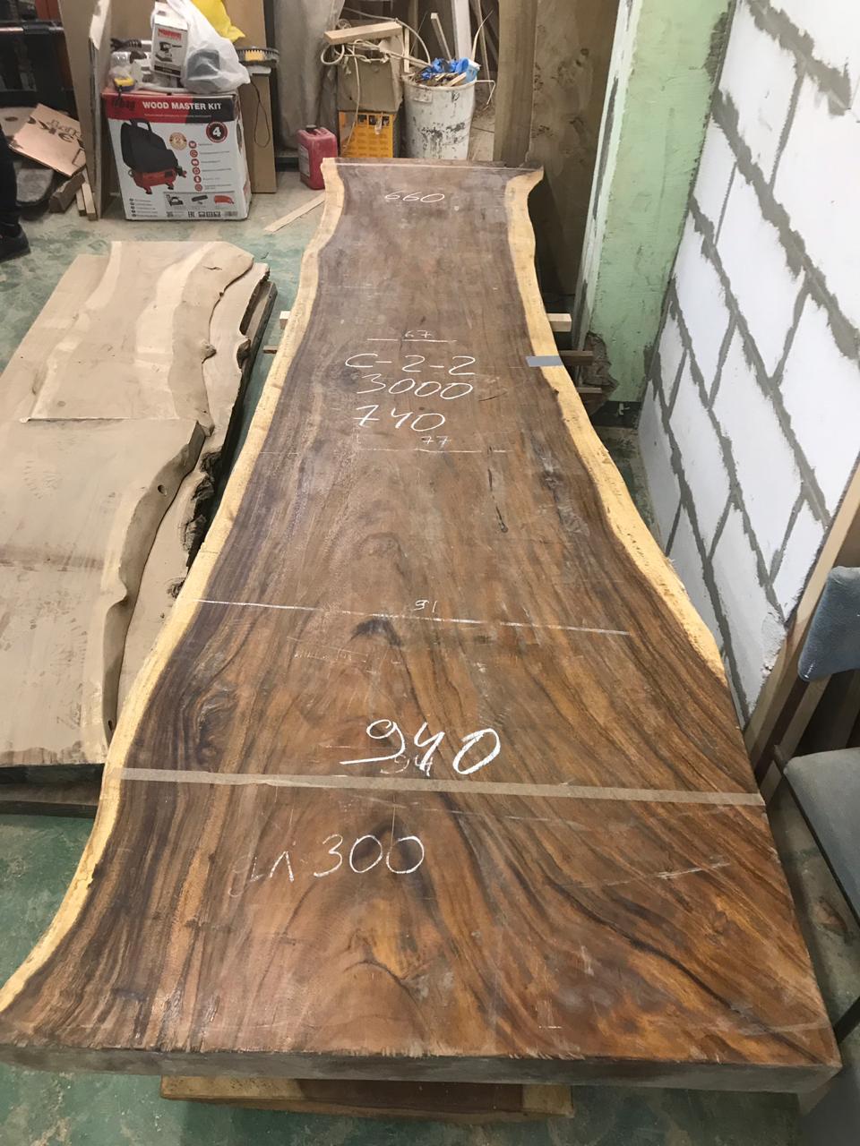 Suar Big ONE  Материал: слэб дерева  суар  Размеры: 3000 x 940-740-660 x 70 мм.  Стоимость: 134 100 руб