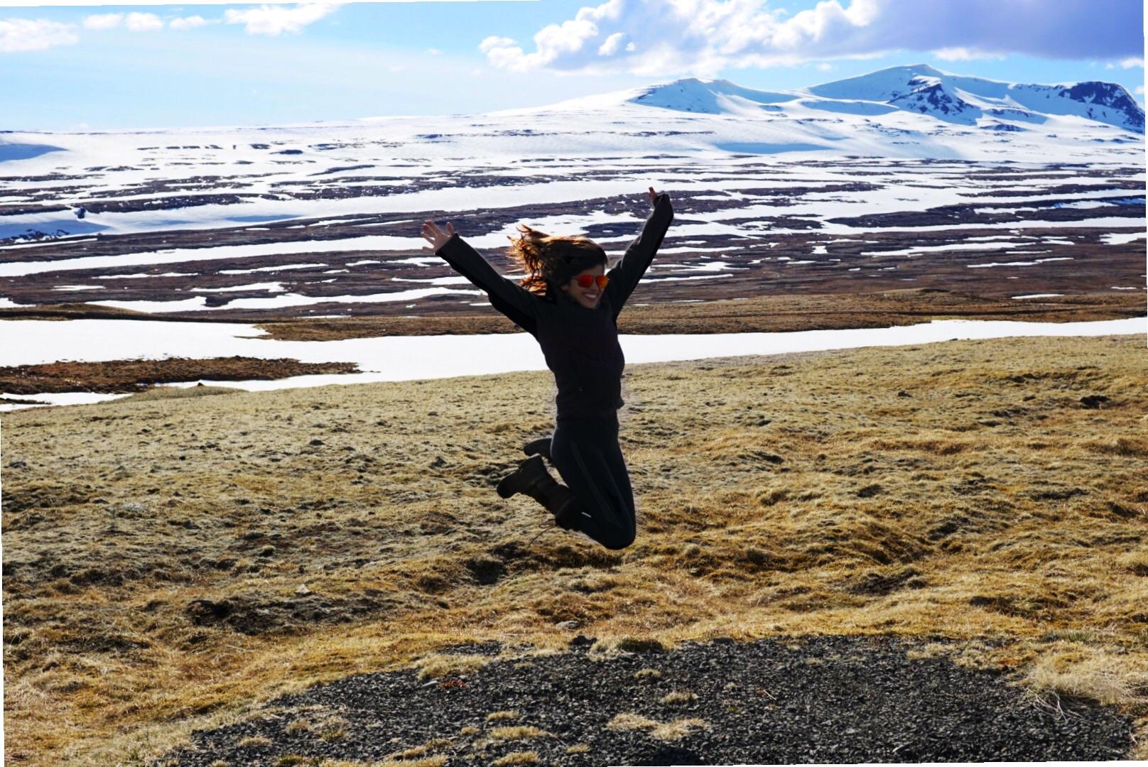 Wearing : - The North Face Palmeri Jacket, -Adirondack Tall Boots, -Polaroid Sunglasses -Pearl Izumi wind block pants.  I'm telling you - buy cool sunglasses. It's worth it. I'm jumping for joy because I'm so warm.