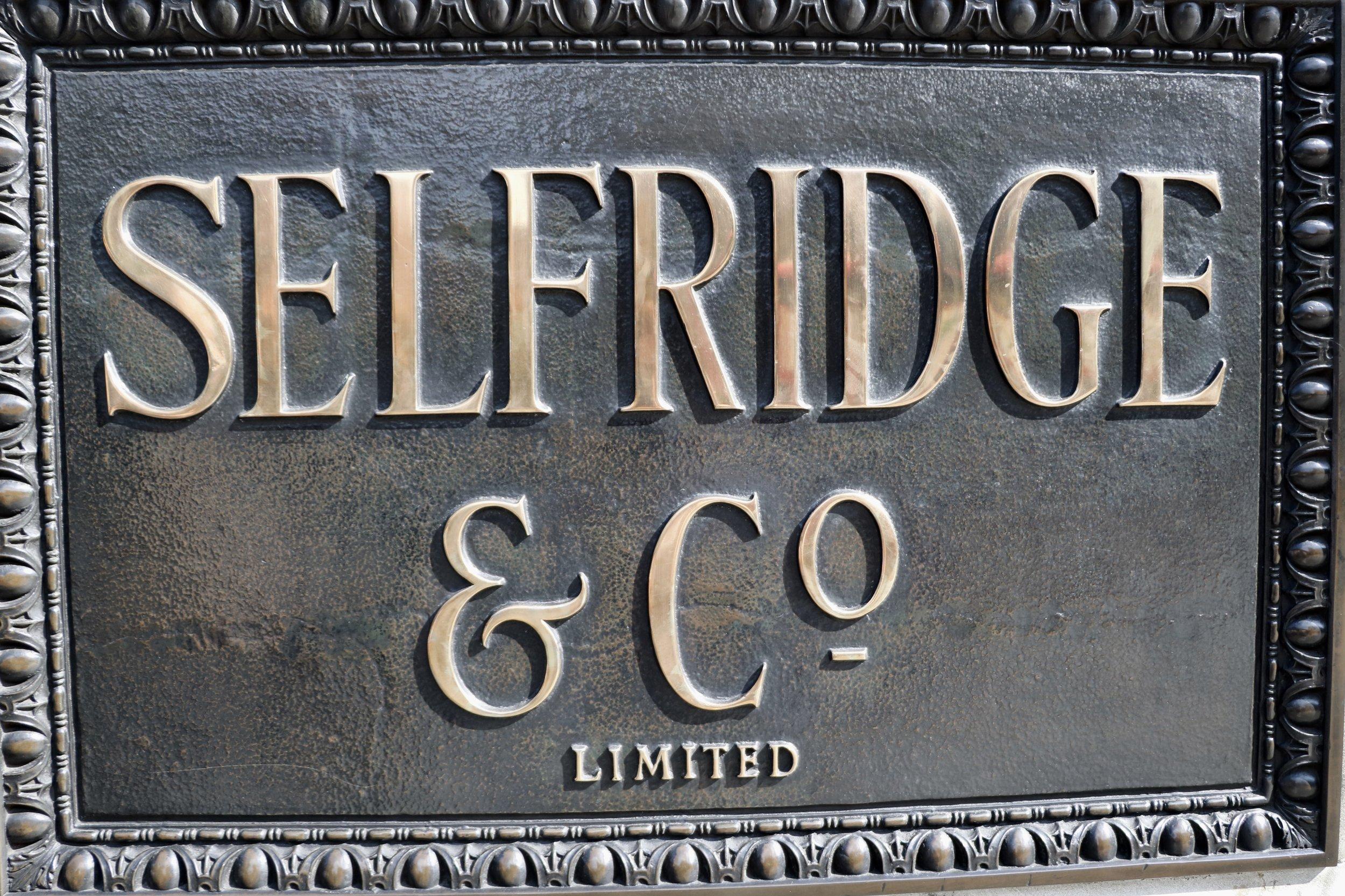 Selfridges_sign_london