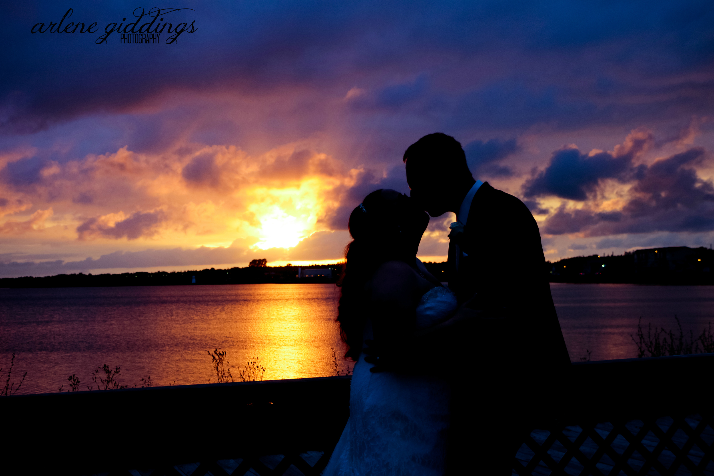 this really has nothing to do with the post below EXCEPT that it IS a wedding photo and one that i kind of fell in love and one that reminds me why i love doing this...despite the stress...(plus this bride is one of the SWEETEST brides i have EVER dealt with...)