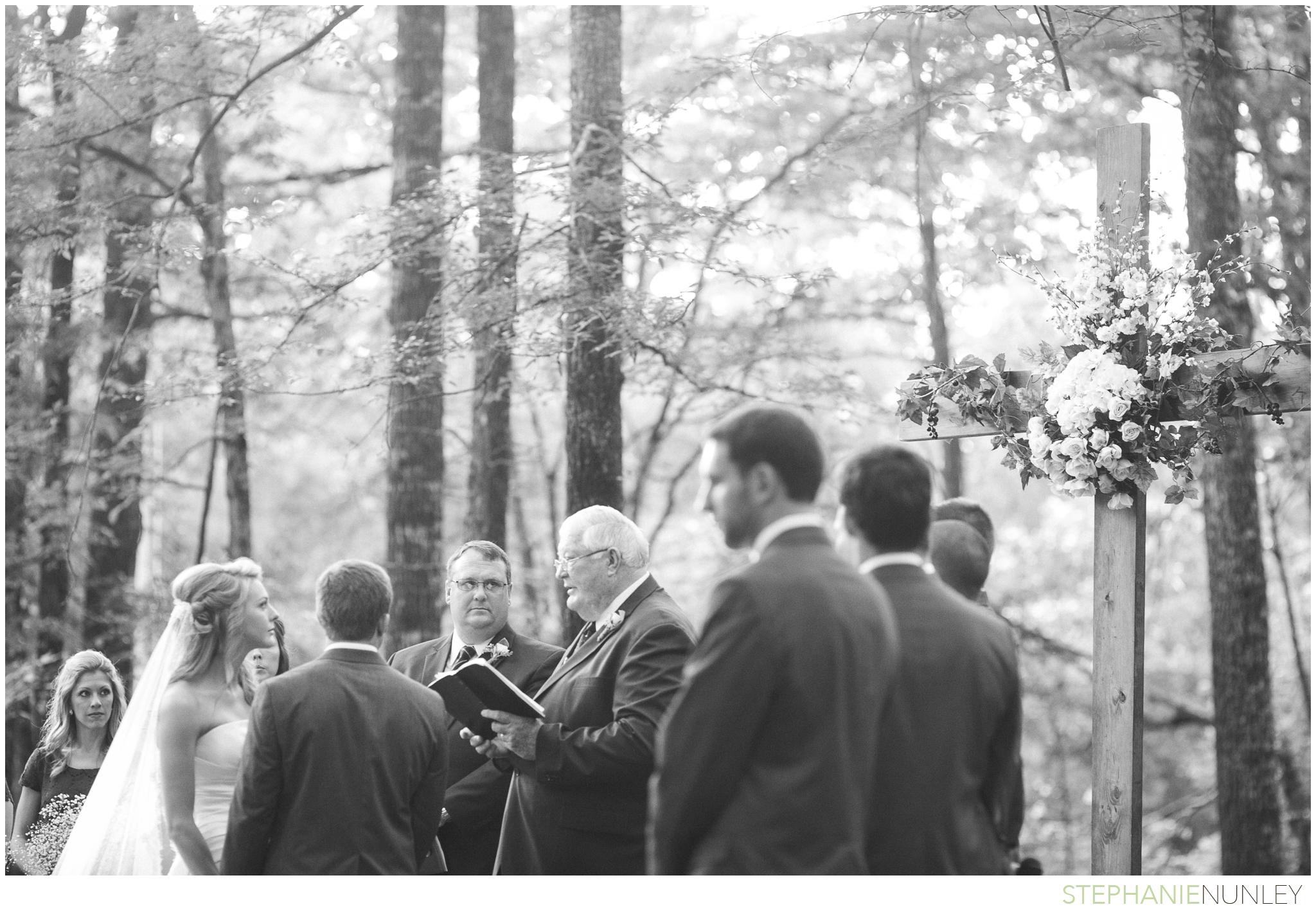 woodsy-arkansas-wedding-photos-31
