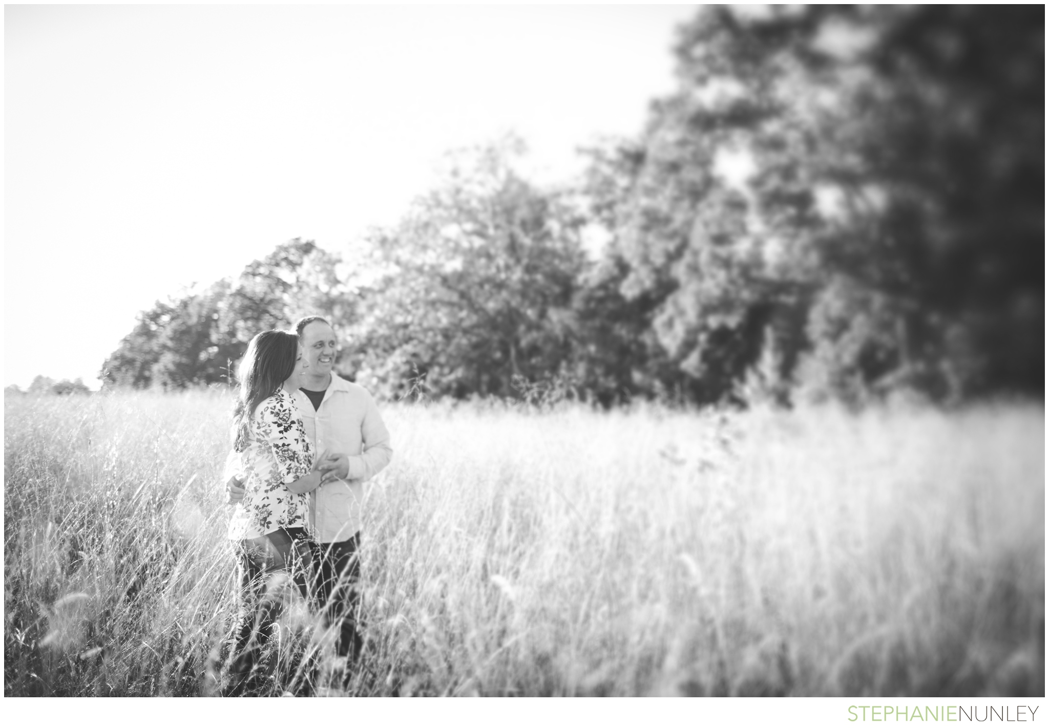 backyard-engagement-photos-020