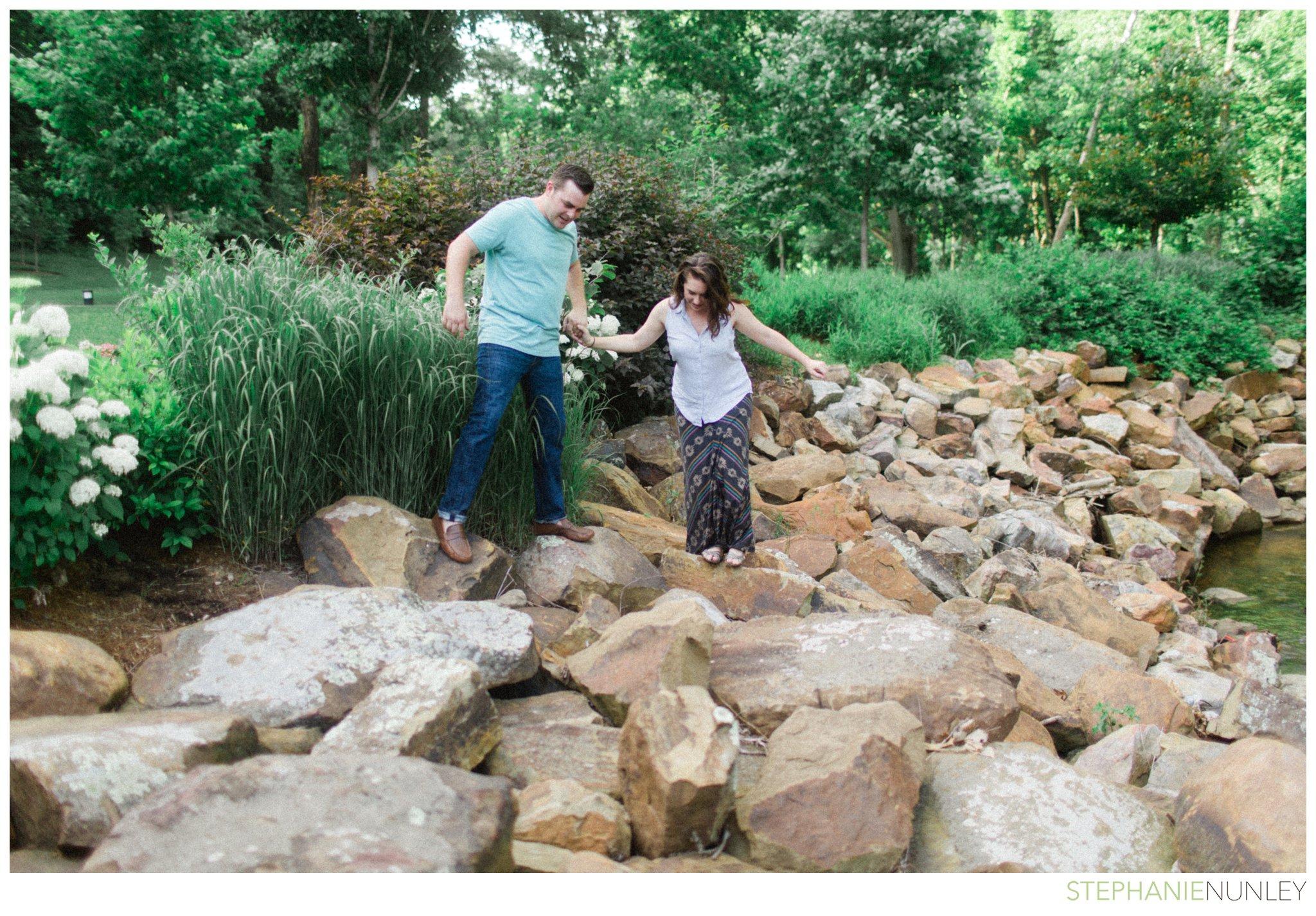 crystal-bridges-engagement-photos-005