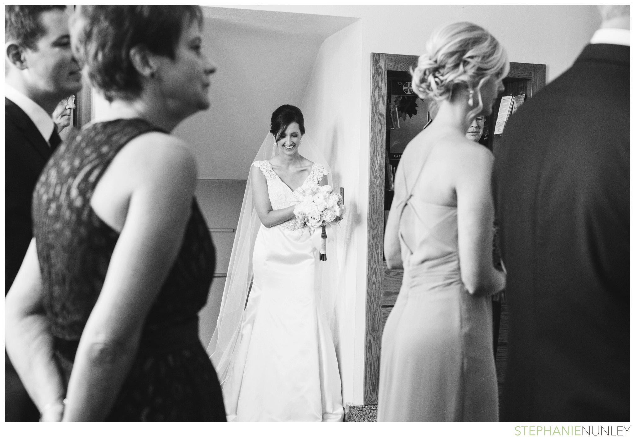 light-airy-minnesota-wedding-photography-025
