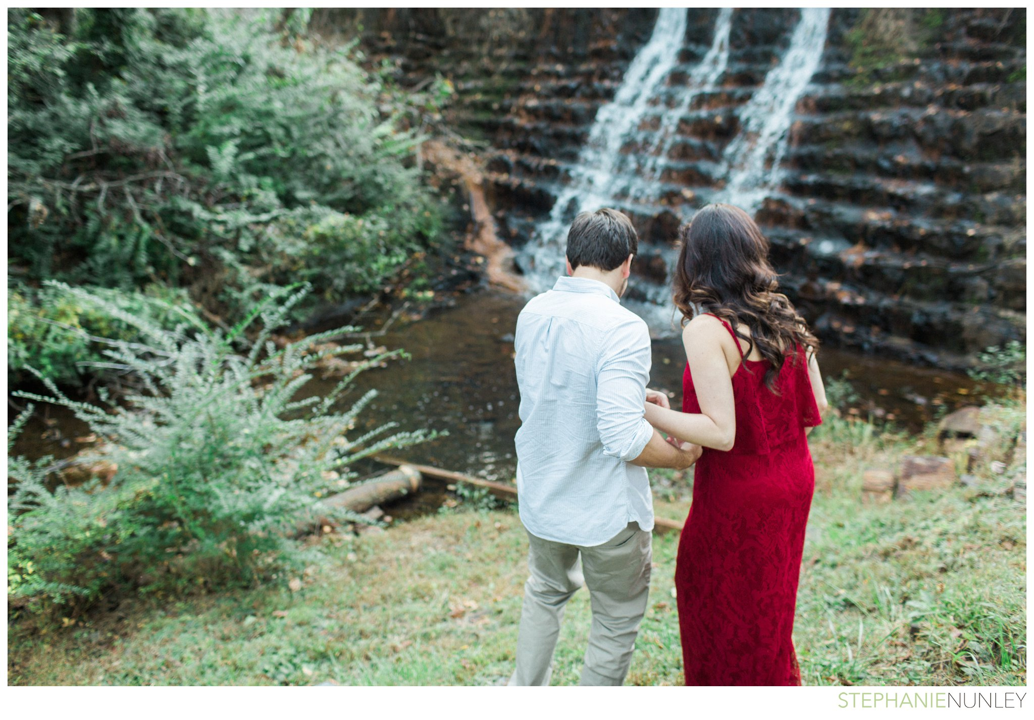 romantic-waterfall-engagement-photos-010