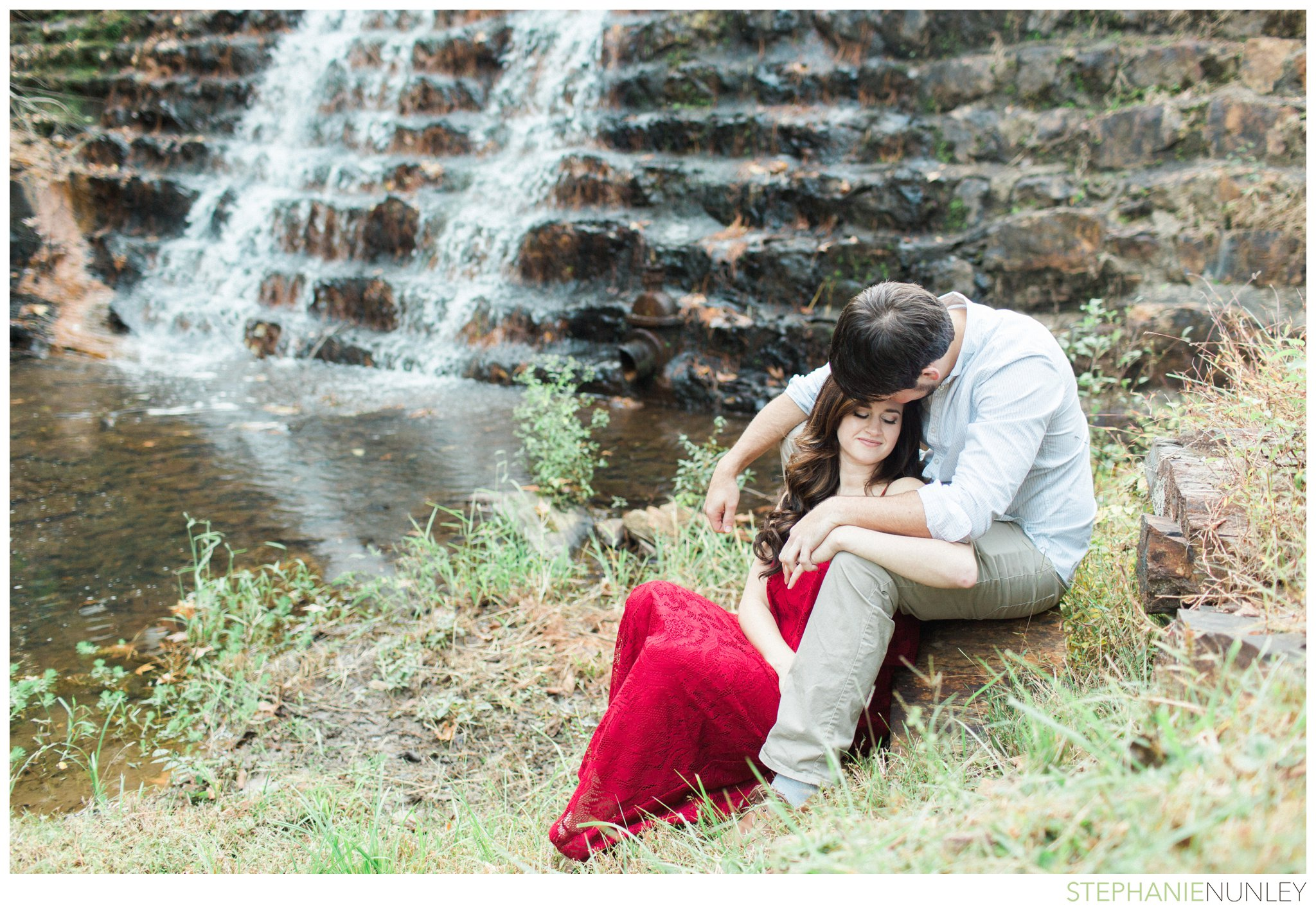 romantic-waterfall-engagement-photos-014