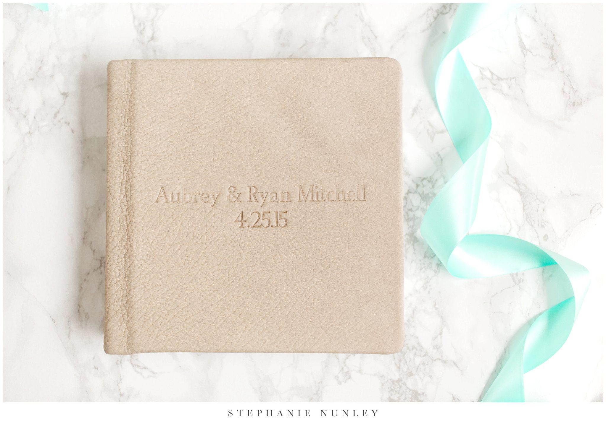 white-leather-wedding-album-photos-0006.jpg