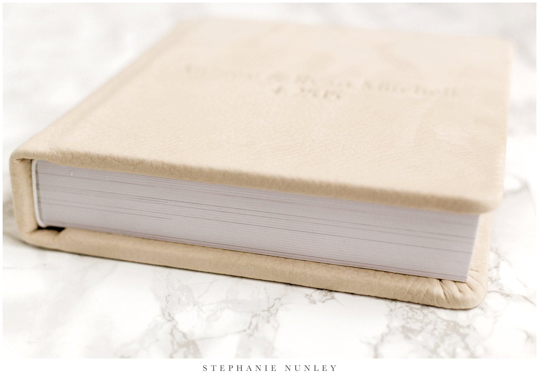white-leather-wedding-album-photos-0002.jpg