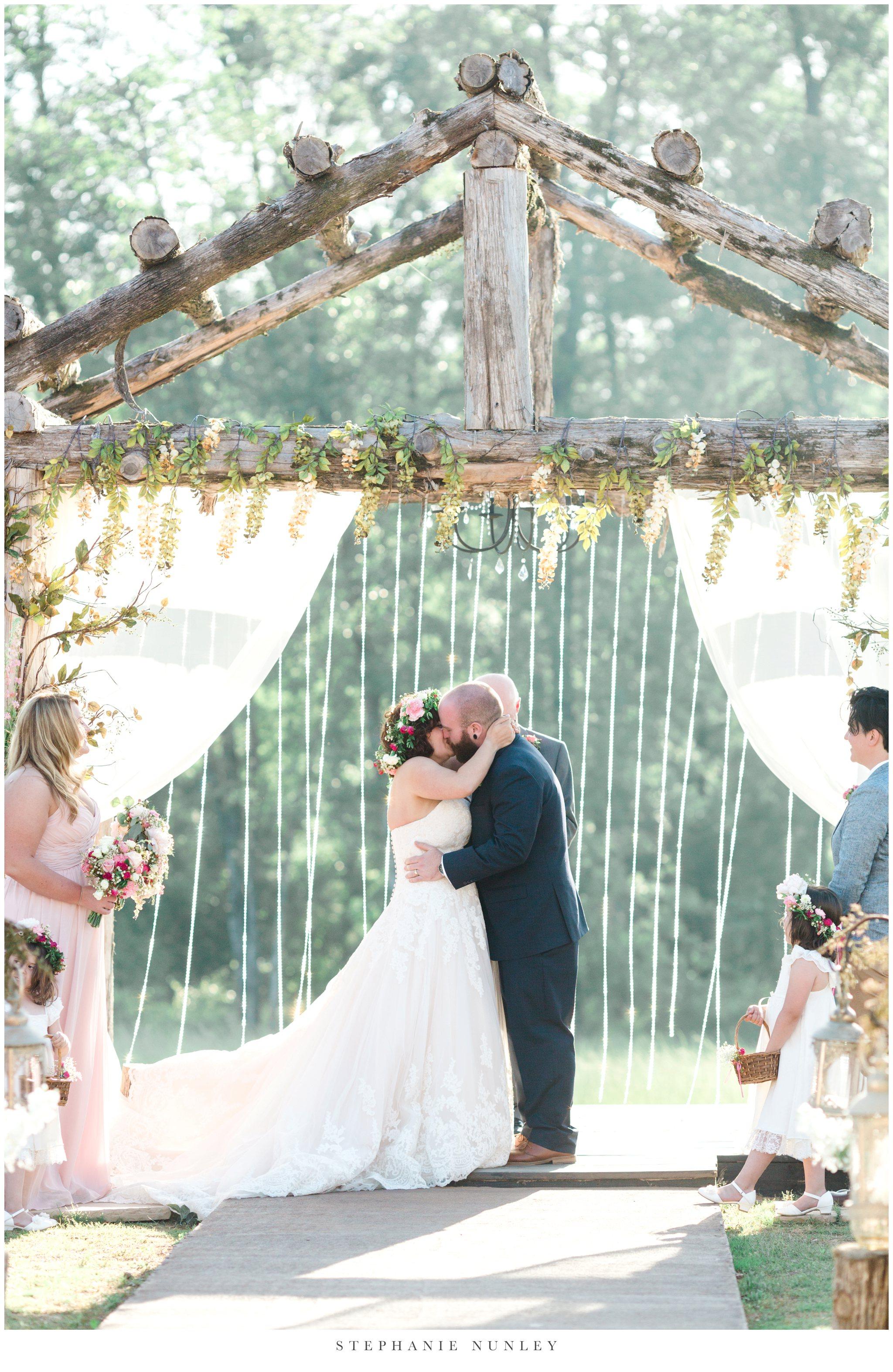 romantic-outdoor-wedding-with-flower-crown-0103.jpg