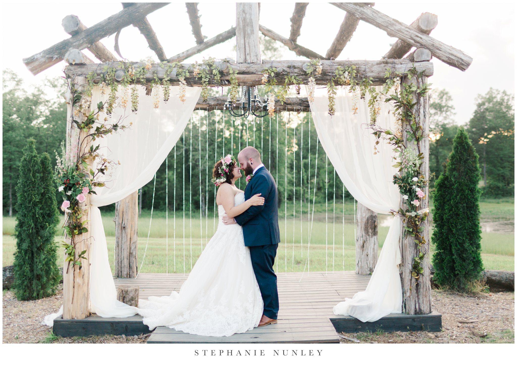 romantic-outdoor-wedding-with-flower-crown-0136.jpg