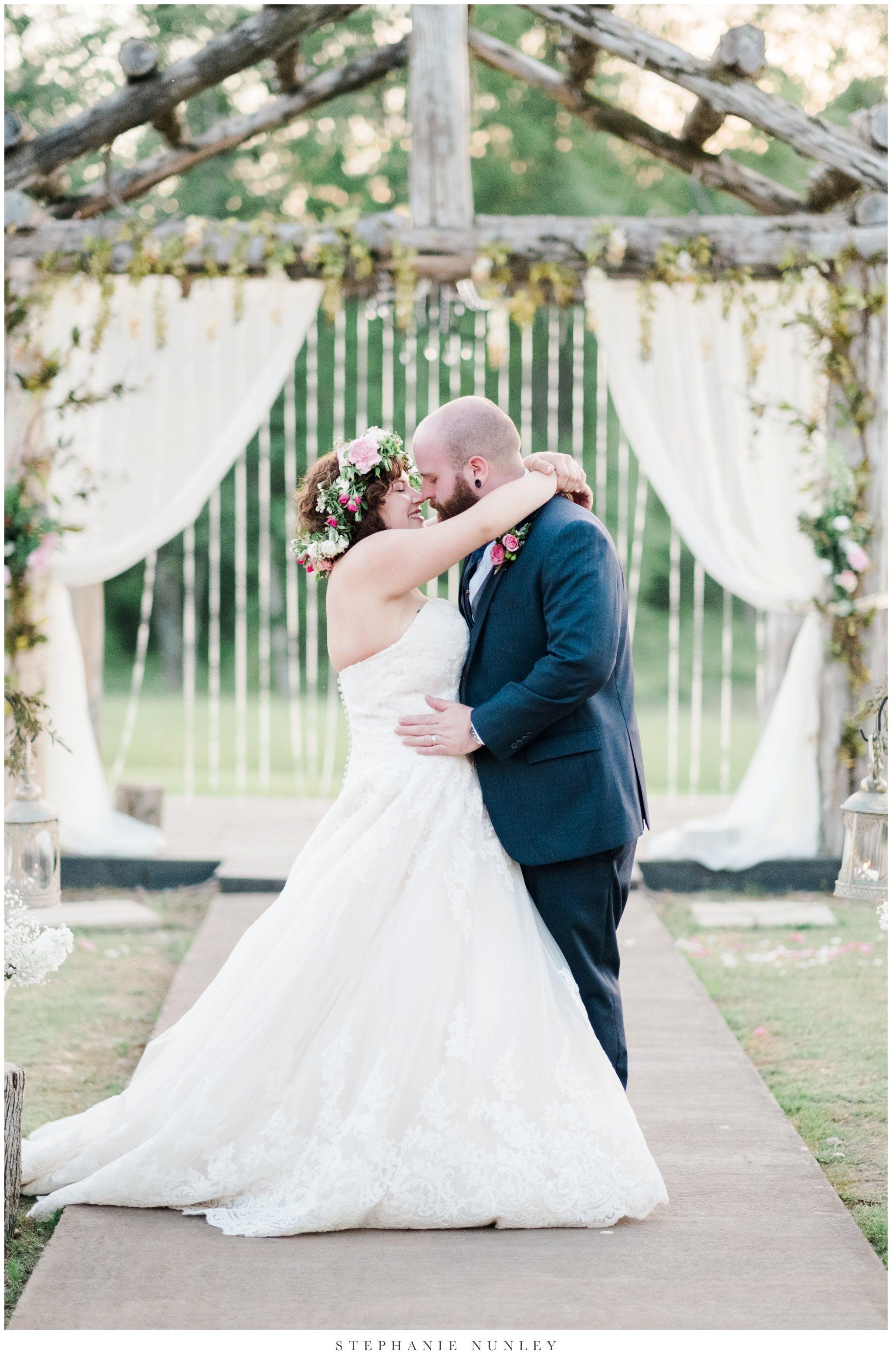 romantic-outdoor-wedding-with-flower-crown-0137.jpg