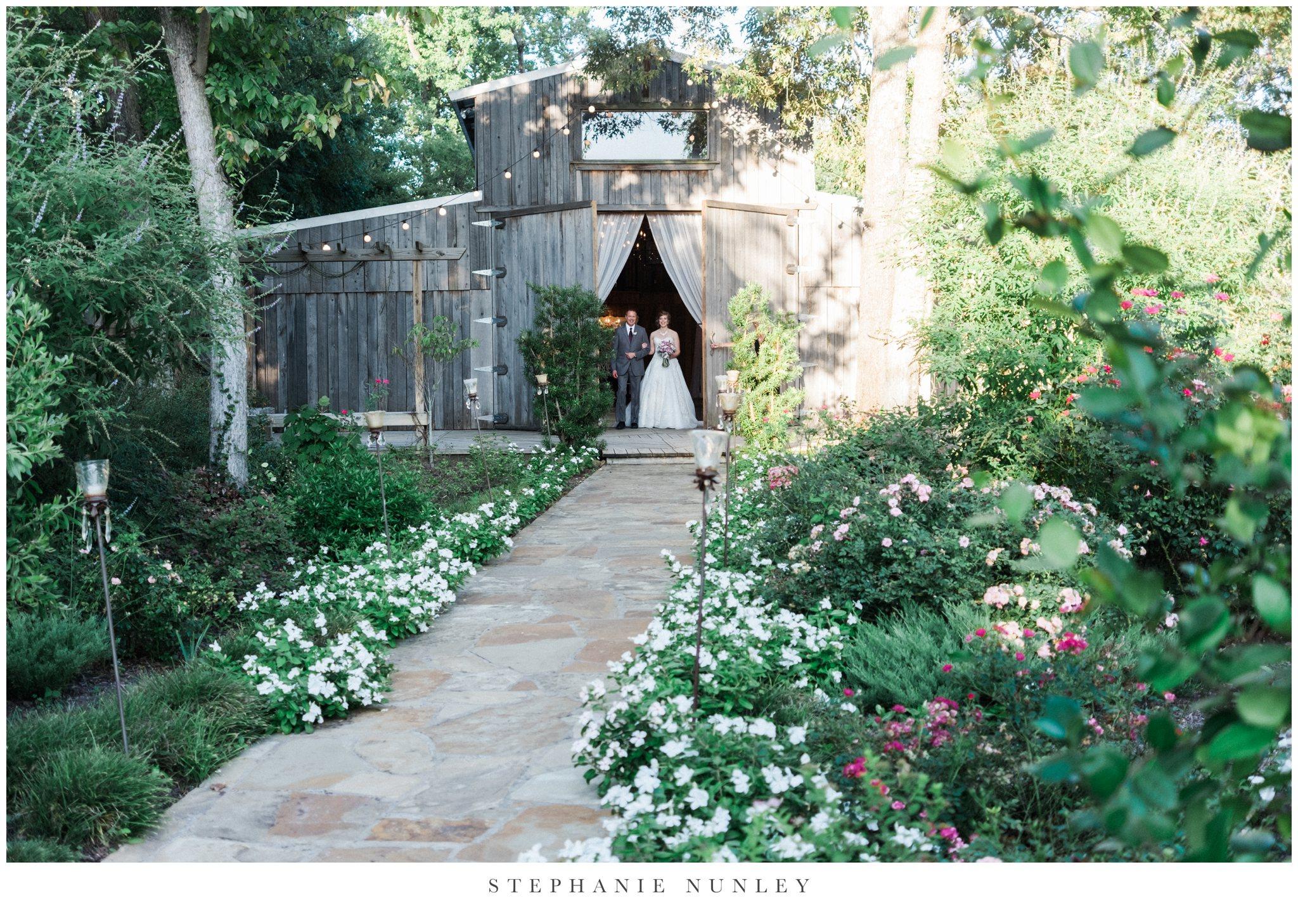 southern-classy-outdoor-barn-wedding-photos-0072.jpg
