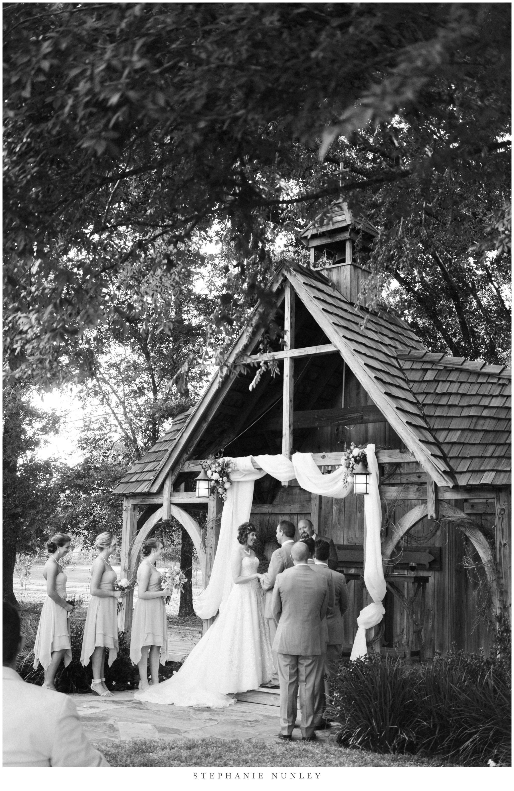 southern-classy-outdoor-barn-wedding-photos-0078.jpg