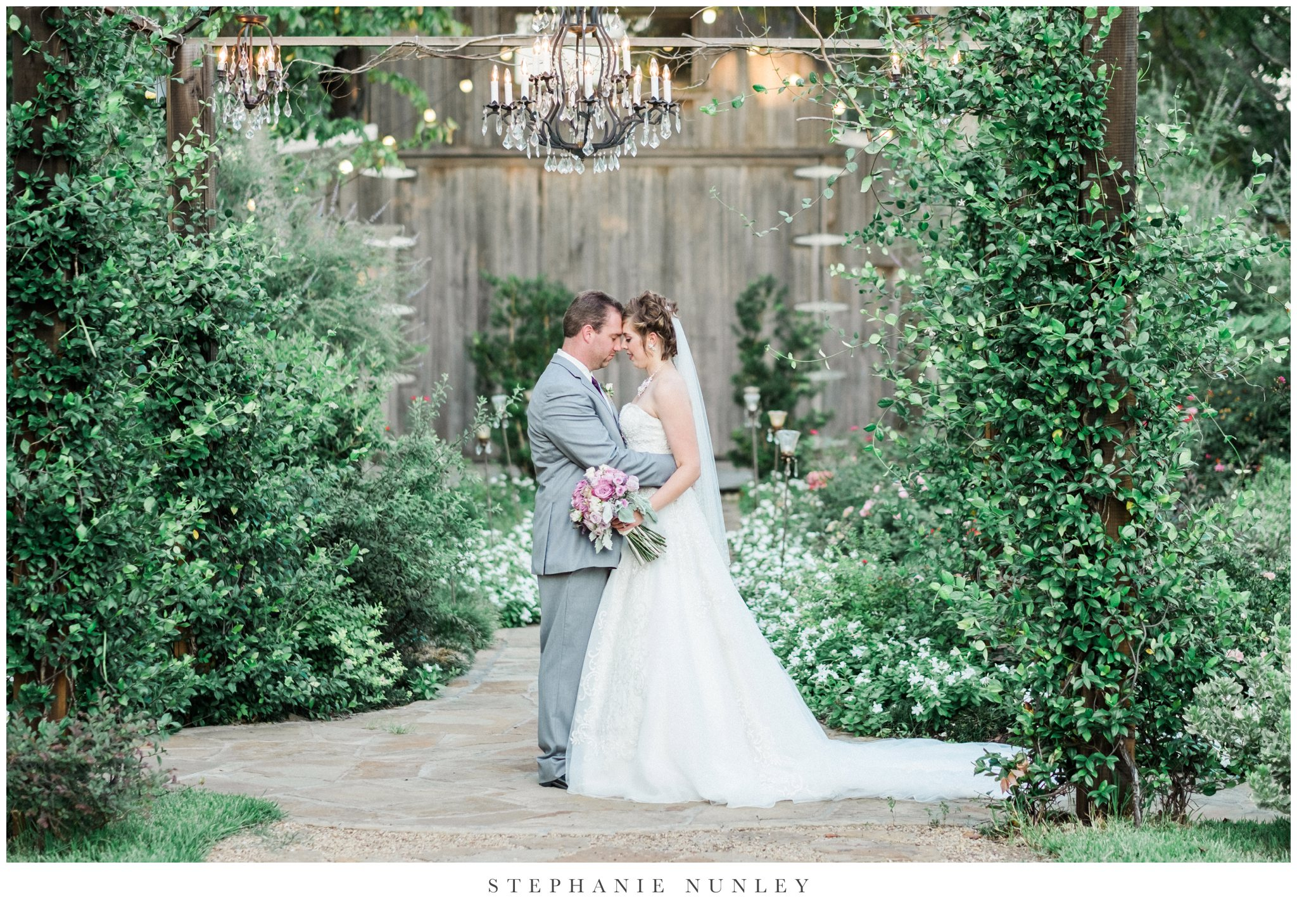 southern-classy-outdoor-barn-wedding-photos-0095.jpg