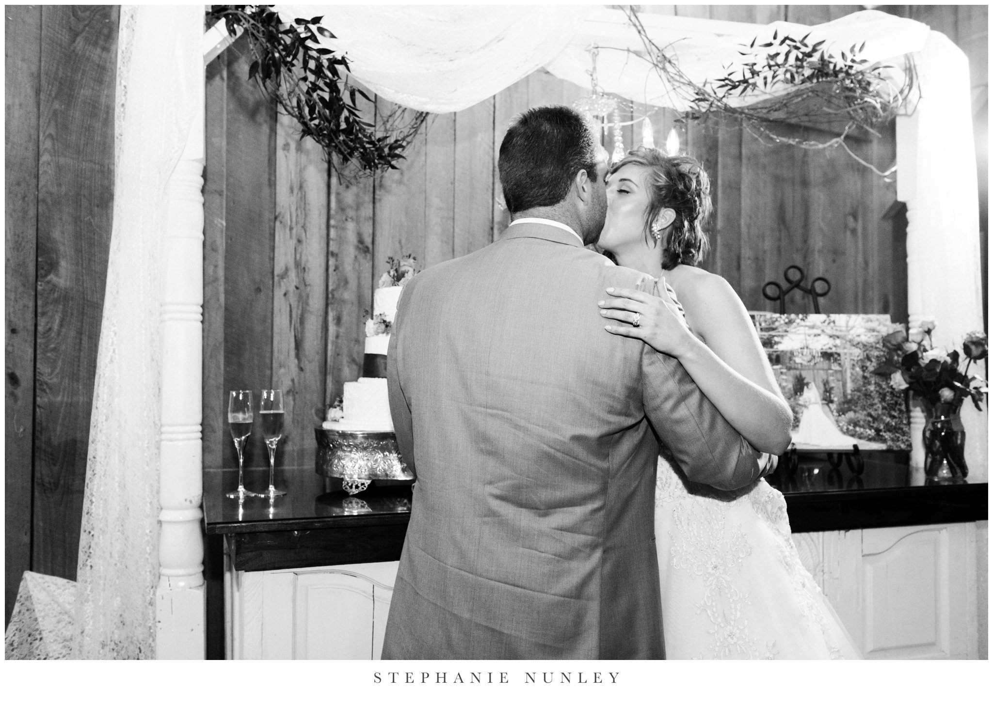 southern-classy-outdoor-barn-wedding-photos-0121.jpg