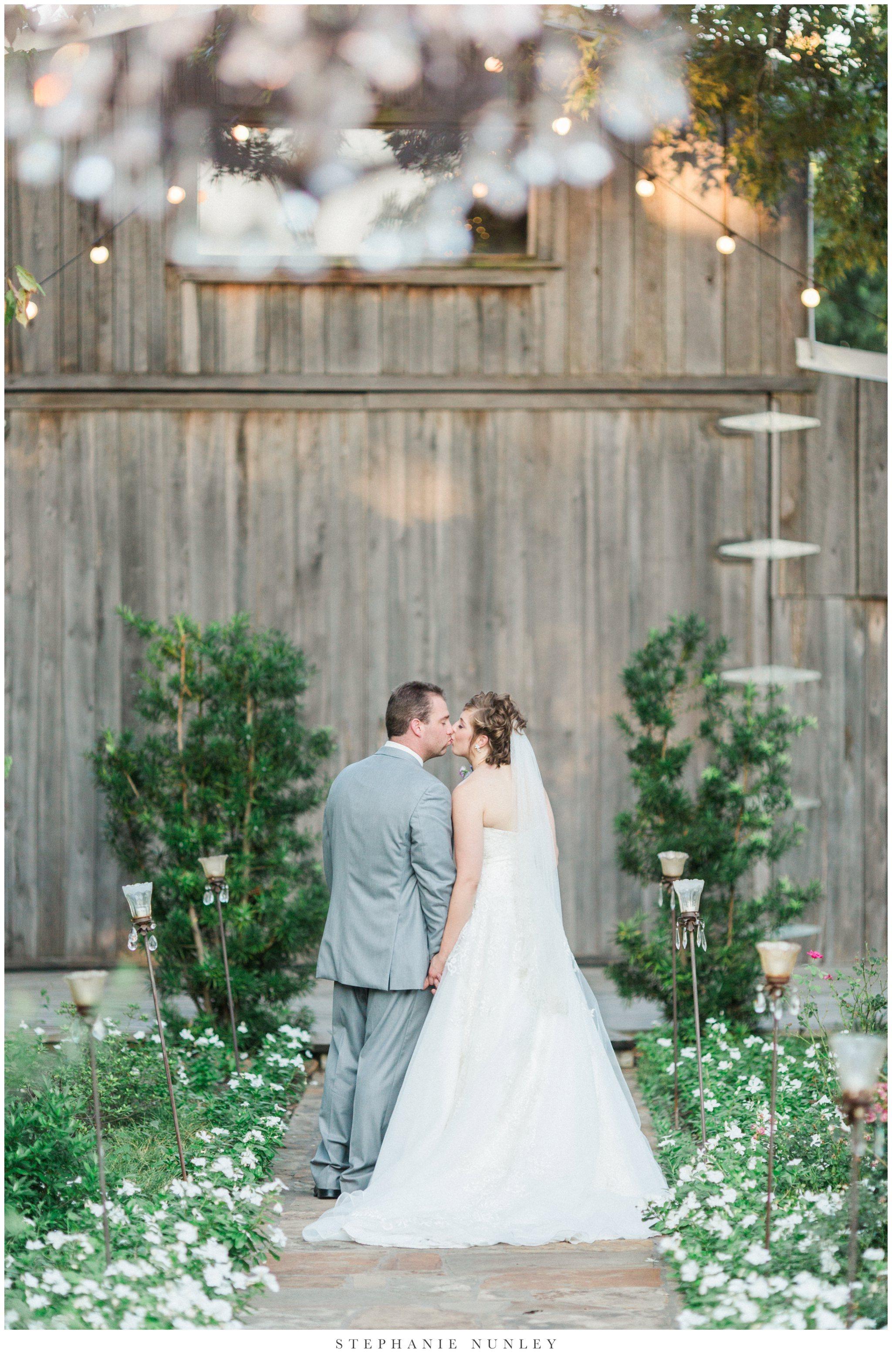 southern-classy-outdoor-barn-wedding-photos-0001-2.jpg