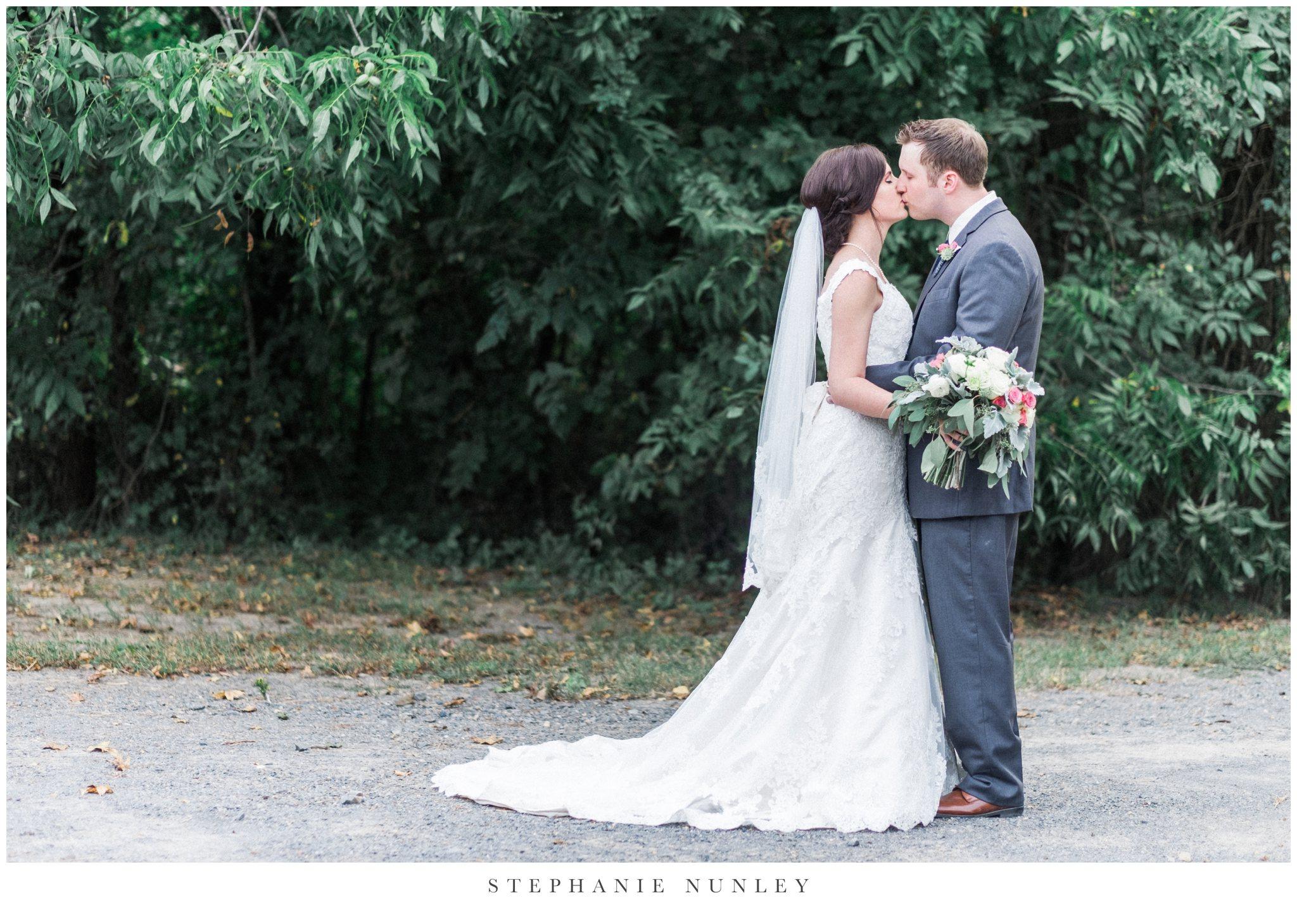 arkansas-outdoor-film-inspired-wedding-0068.jpg