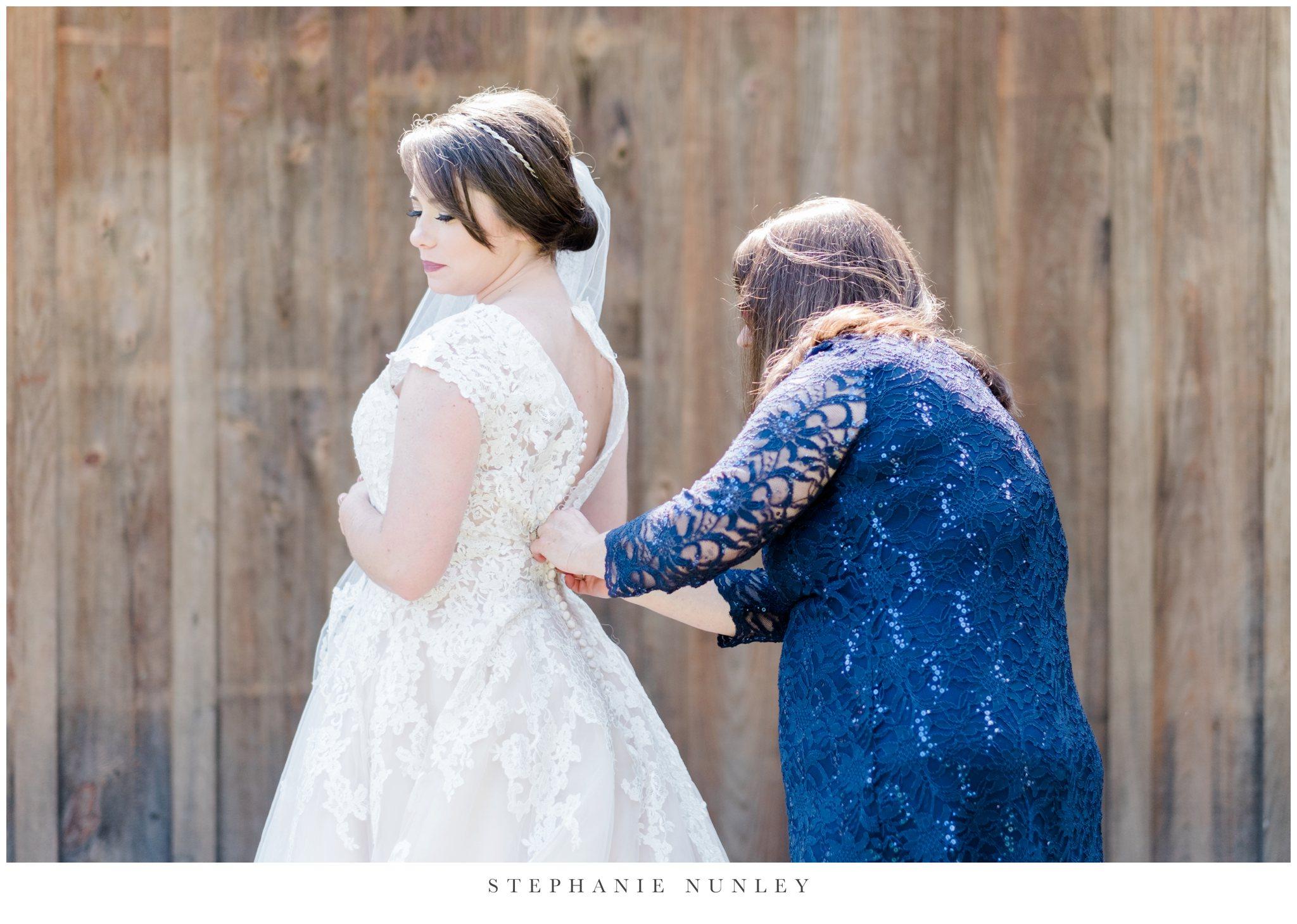 arkansas-wedding-with-lush-wildflower-bouquet-0031.jpg