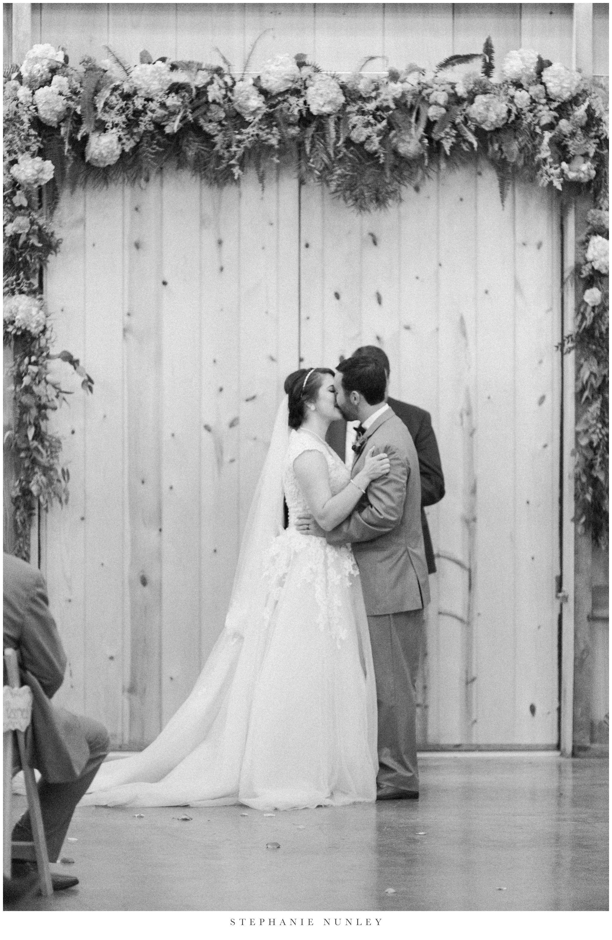 arkansas-wedding-with-lush-wildflower-bouquet-0101.jpg