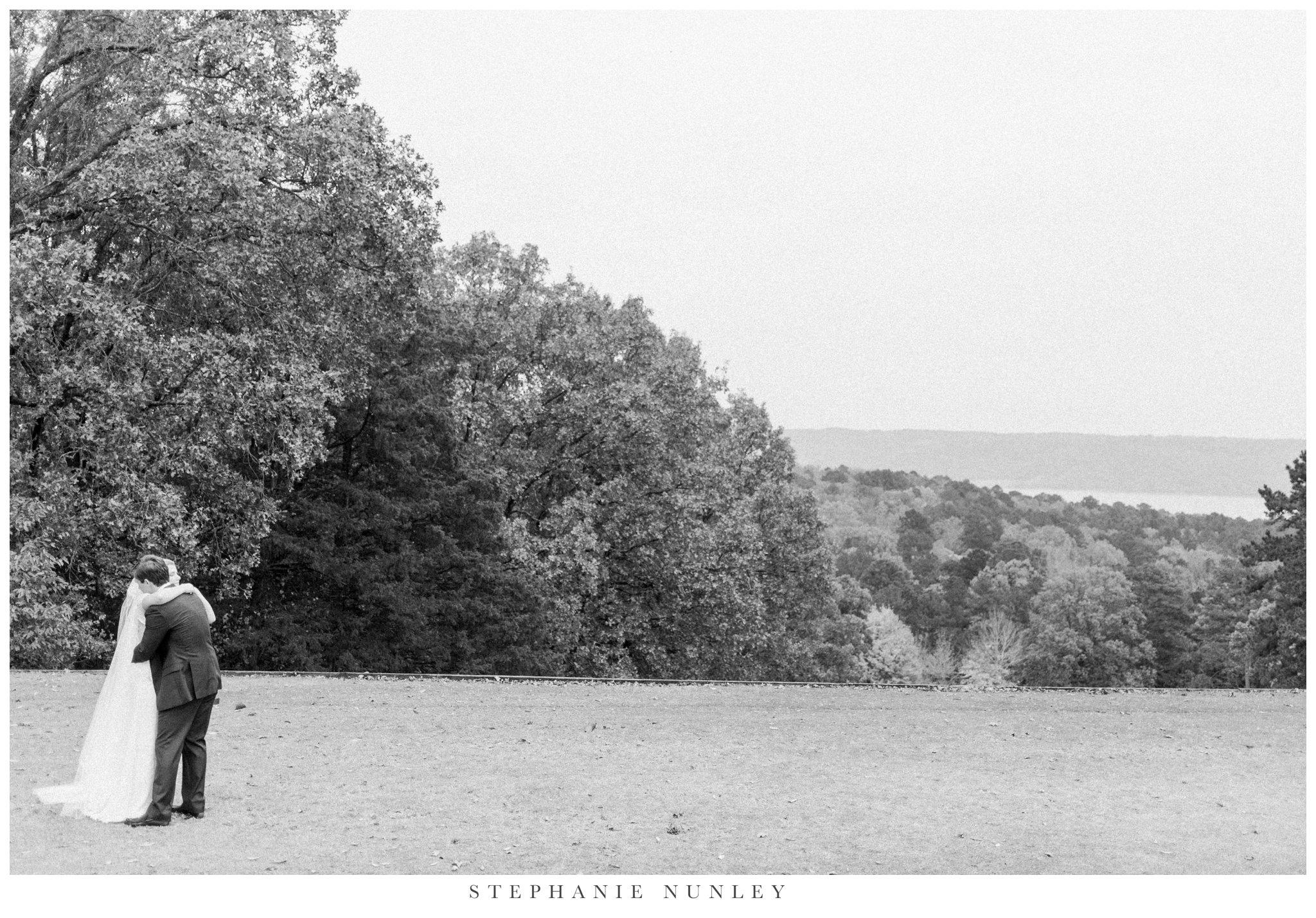 fall-arkansas-country-club-wedding-photos-026.jpg