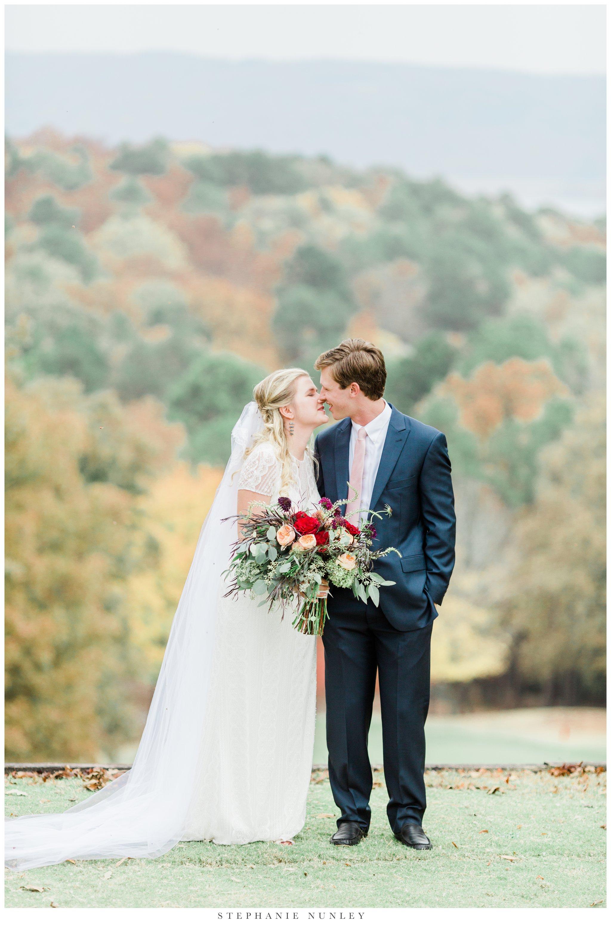 fall-arkansas-country-club-wedding-photos-033.jpg