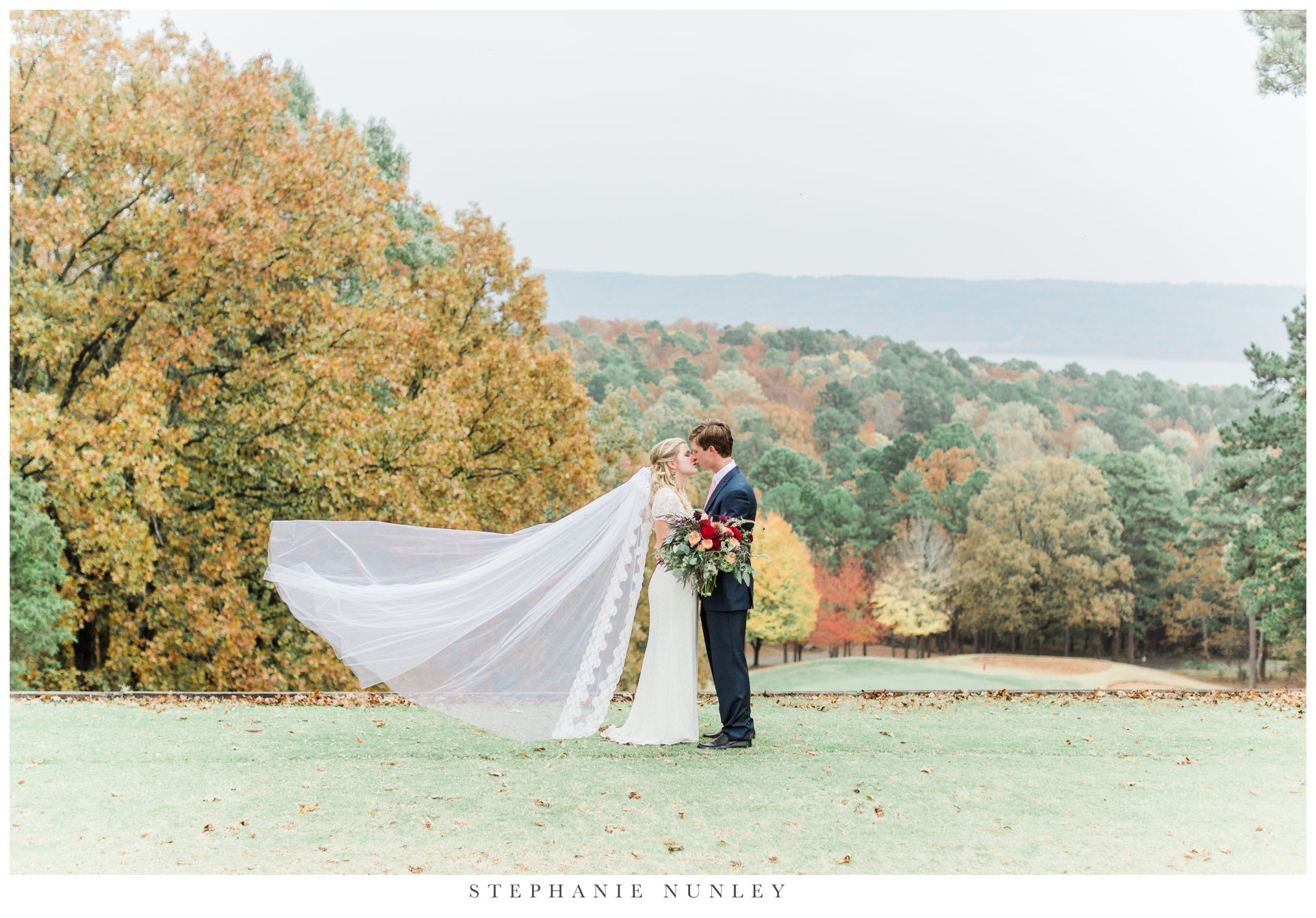 fall-arkansas-country-club-wedding-photos-035.jpg