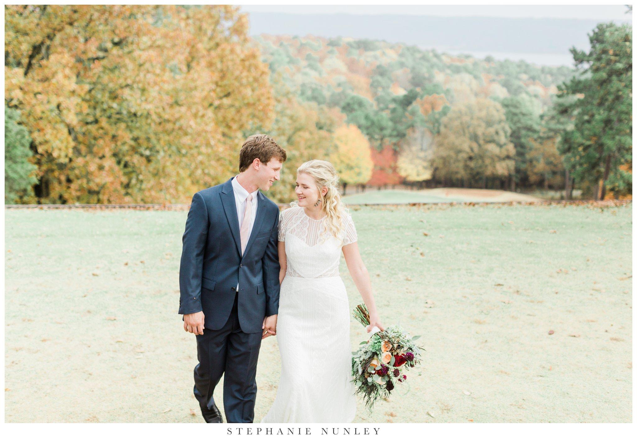 fall-arkansas-country-club-wedding-photos-043.jpg