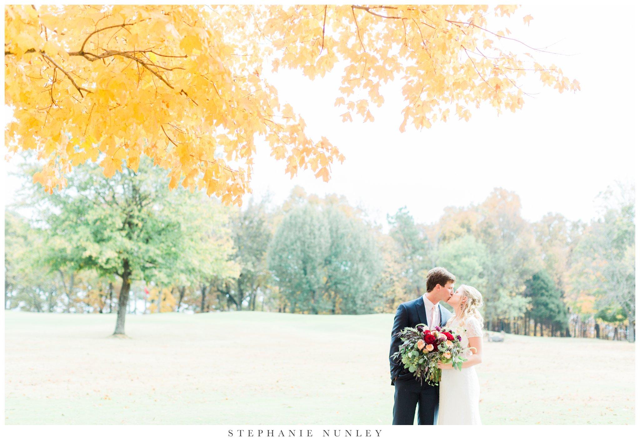 fall-arkansas-country-club-wedding-photos-046.jpg