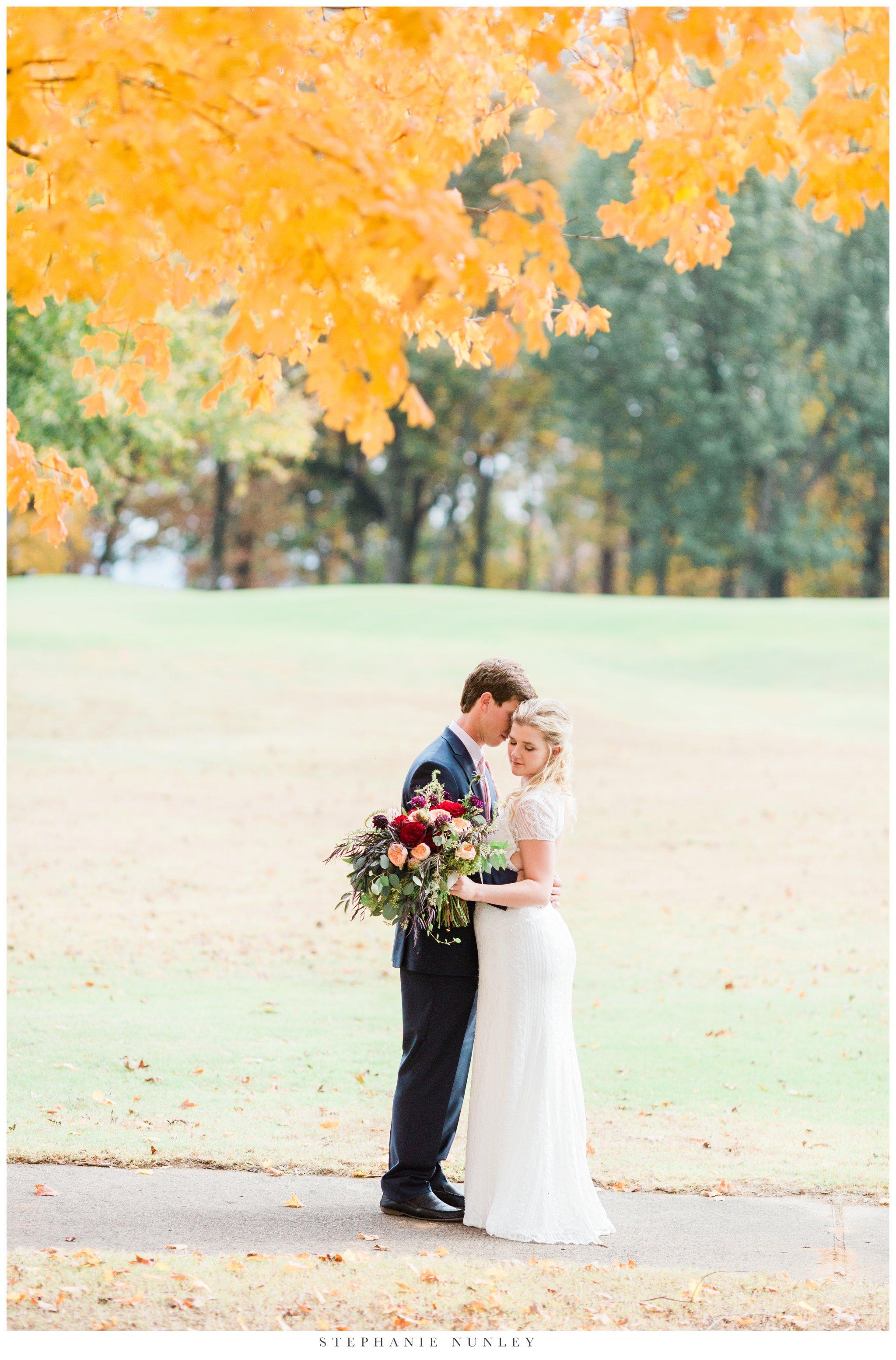fall-arkansas-country-club-wedding-photos-047.jpg